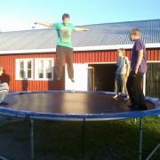 nuortenilta, trampoliini